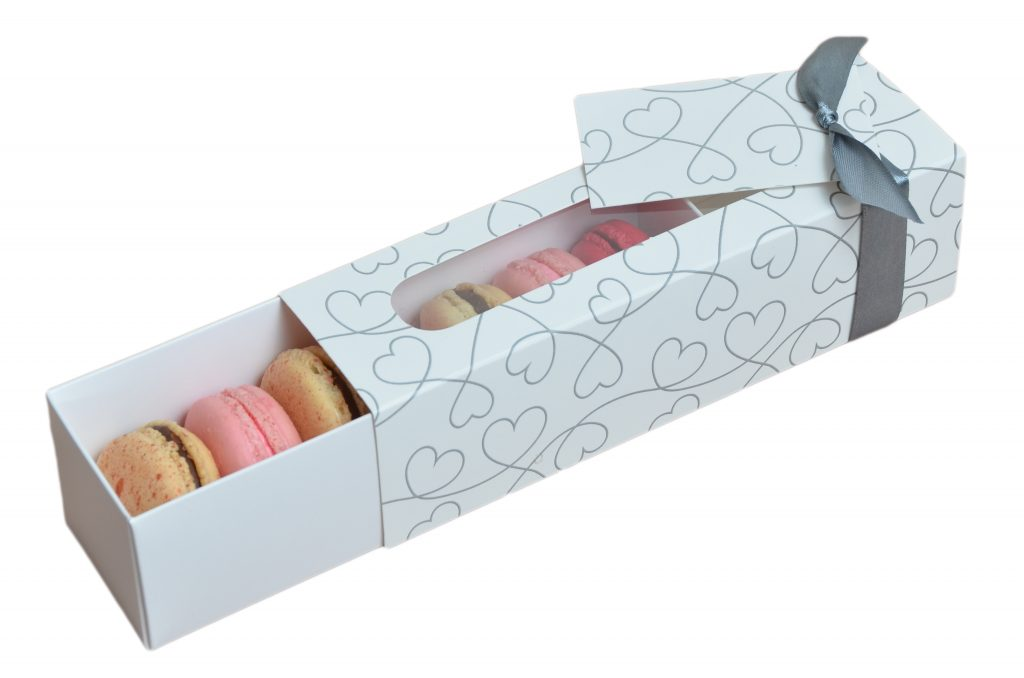 White 6 Pk Macaron Slider with Heart Pattern