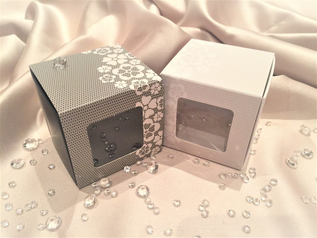 Cube Lace Slider Grey & Cream with window