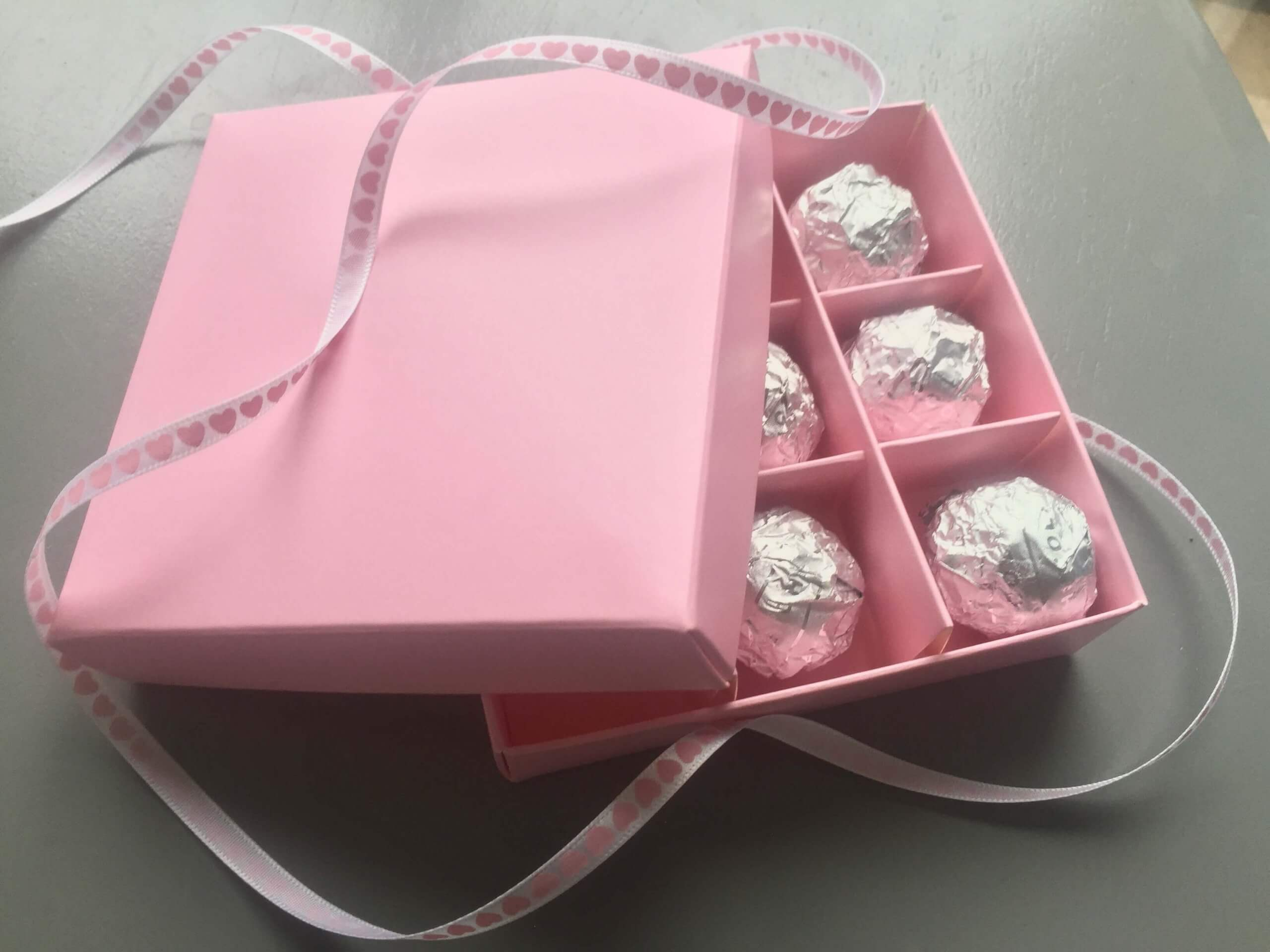 9 Pack Confectionary / Wax Melts Box in Pink with Pink Inserts