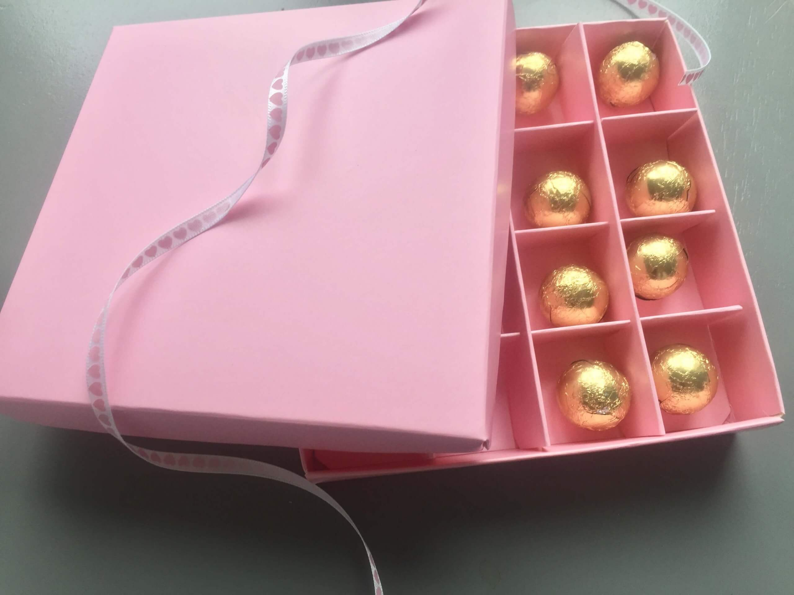 16 Pack Confectionary / Wax Melts Box in Pink with Pink Inserts