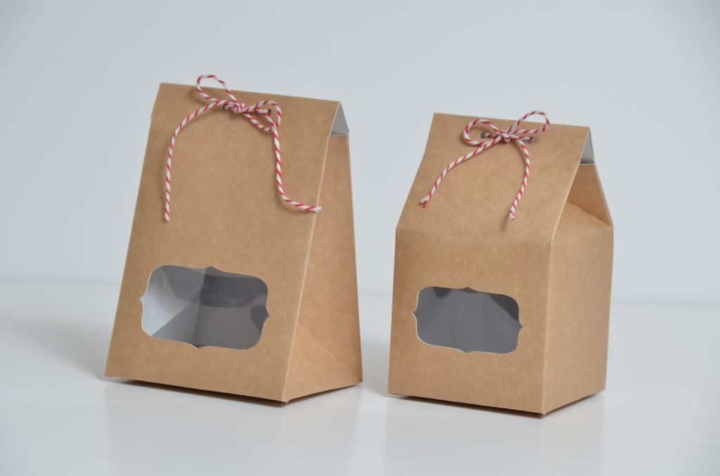 Taper Top Fudge Box with Scalloped Window