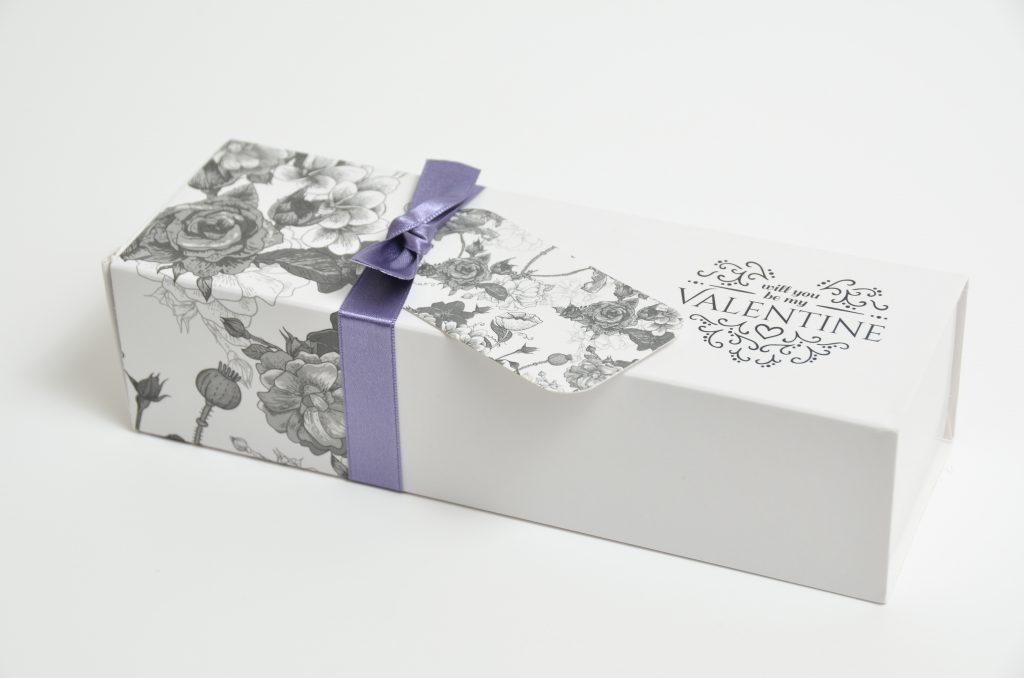 Valentine's Day White  Pk Slider Macaron Box