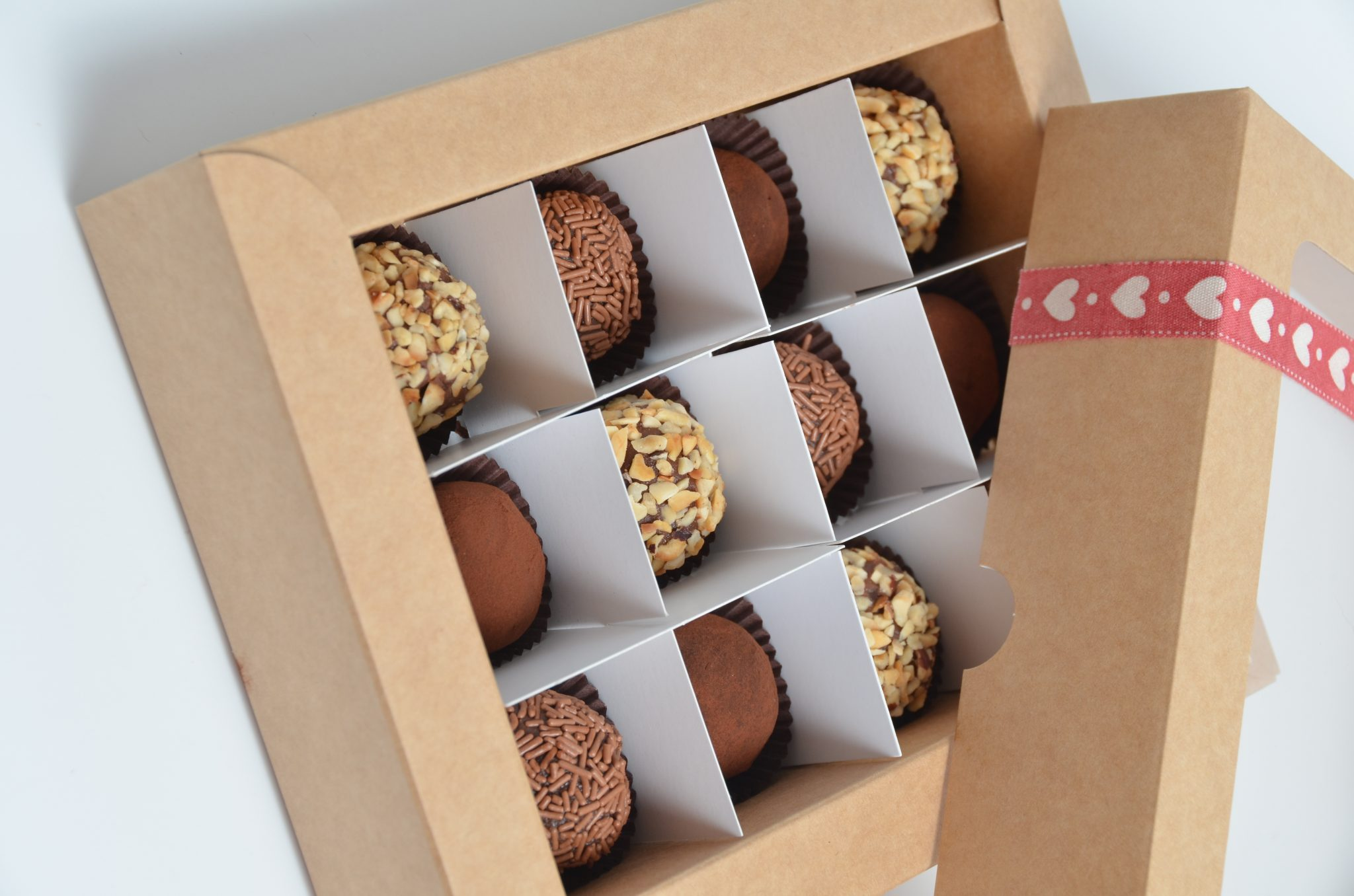 12 Pack Truffle Base & Windowed Lid Box with insert