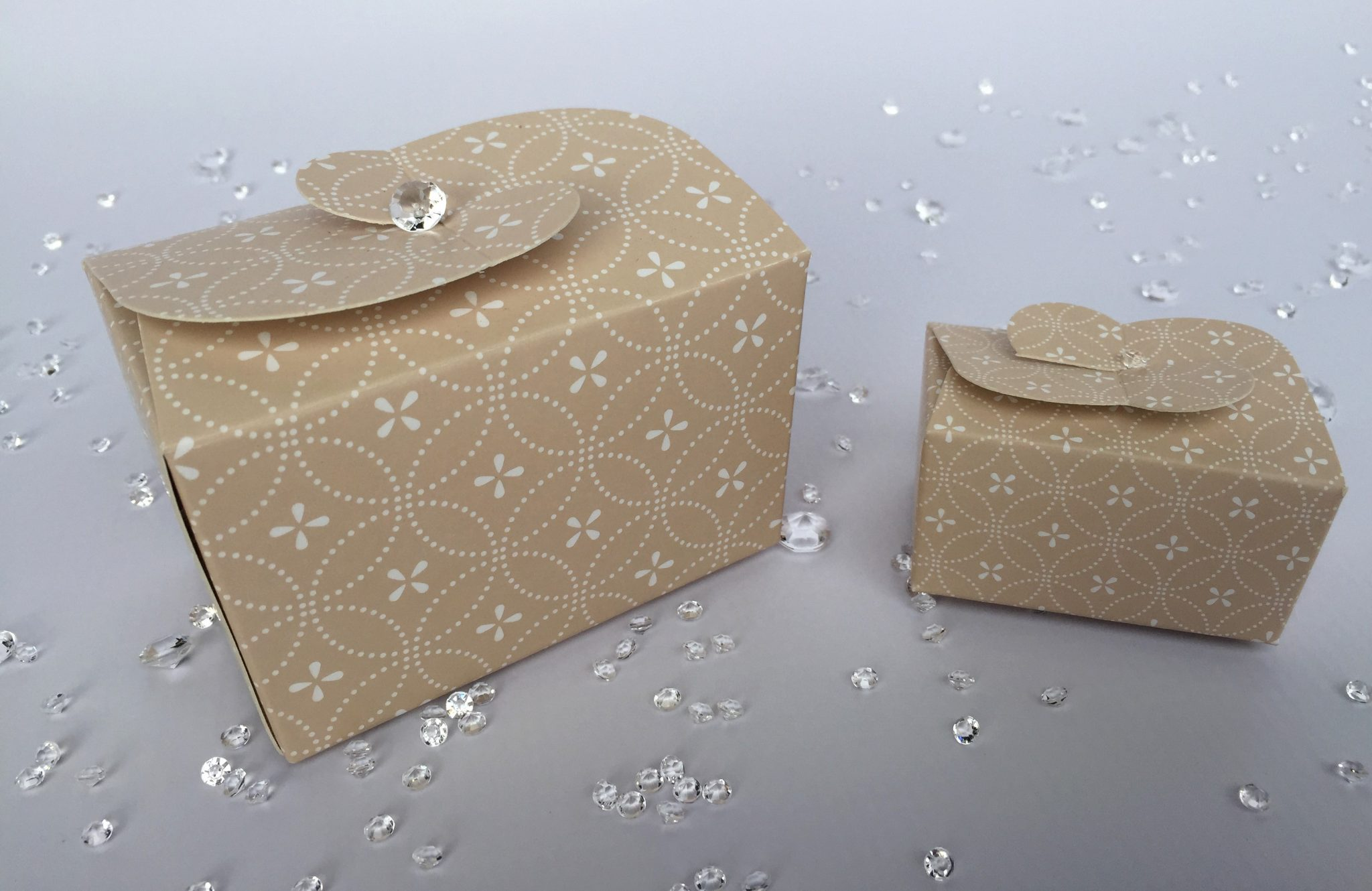 Ballotin Boxes with Butterfly Closing Clasp Cream Patterned
