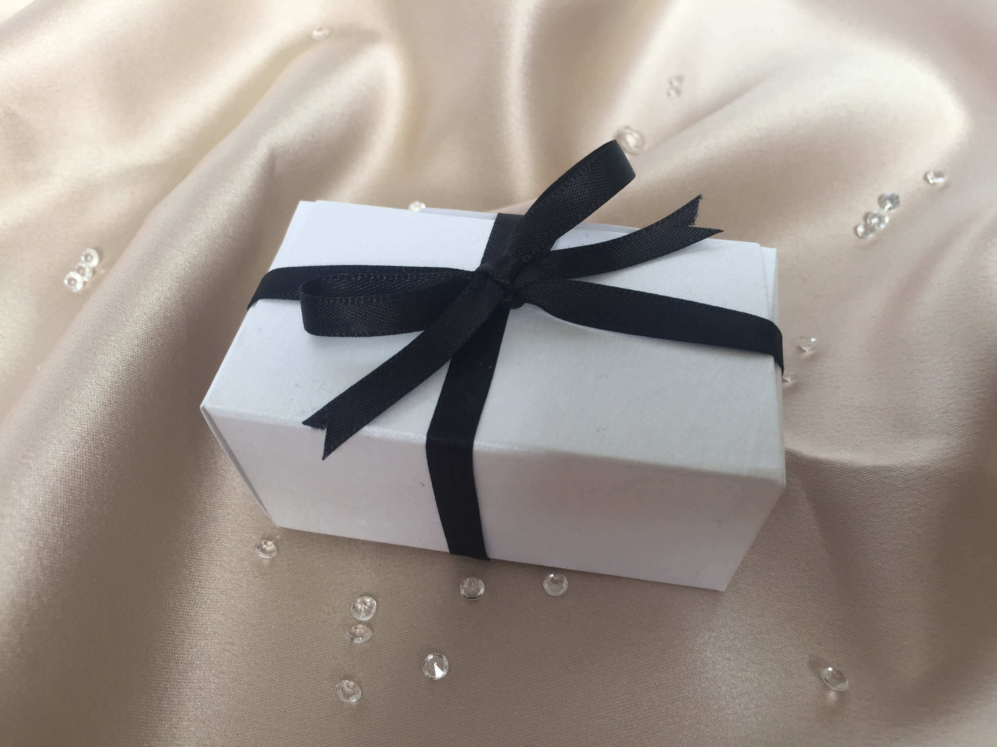 Taper Truffle Box in Pearlescent