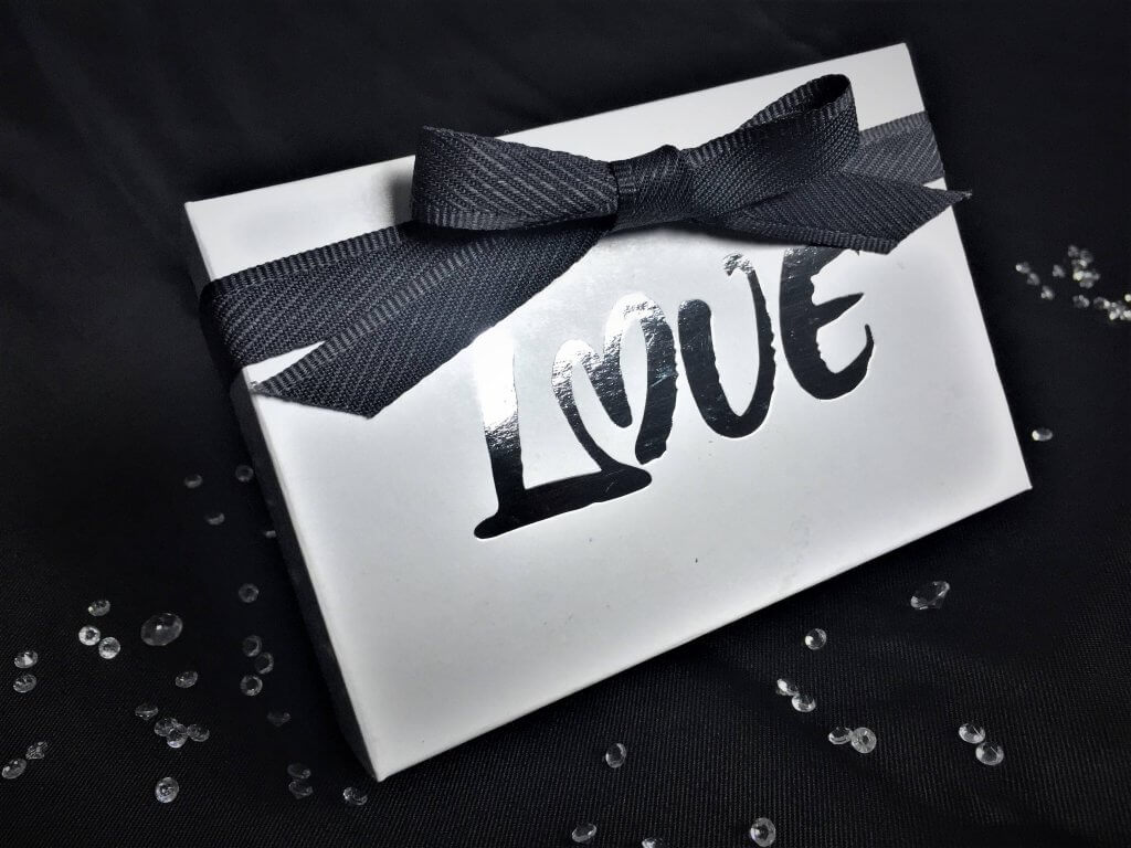 Foiled Love Truffle Box in white 6 Pack
