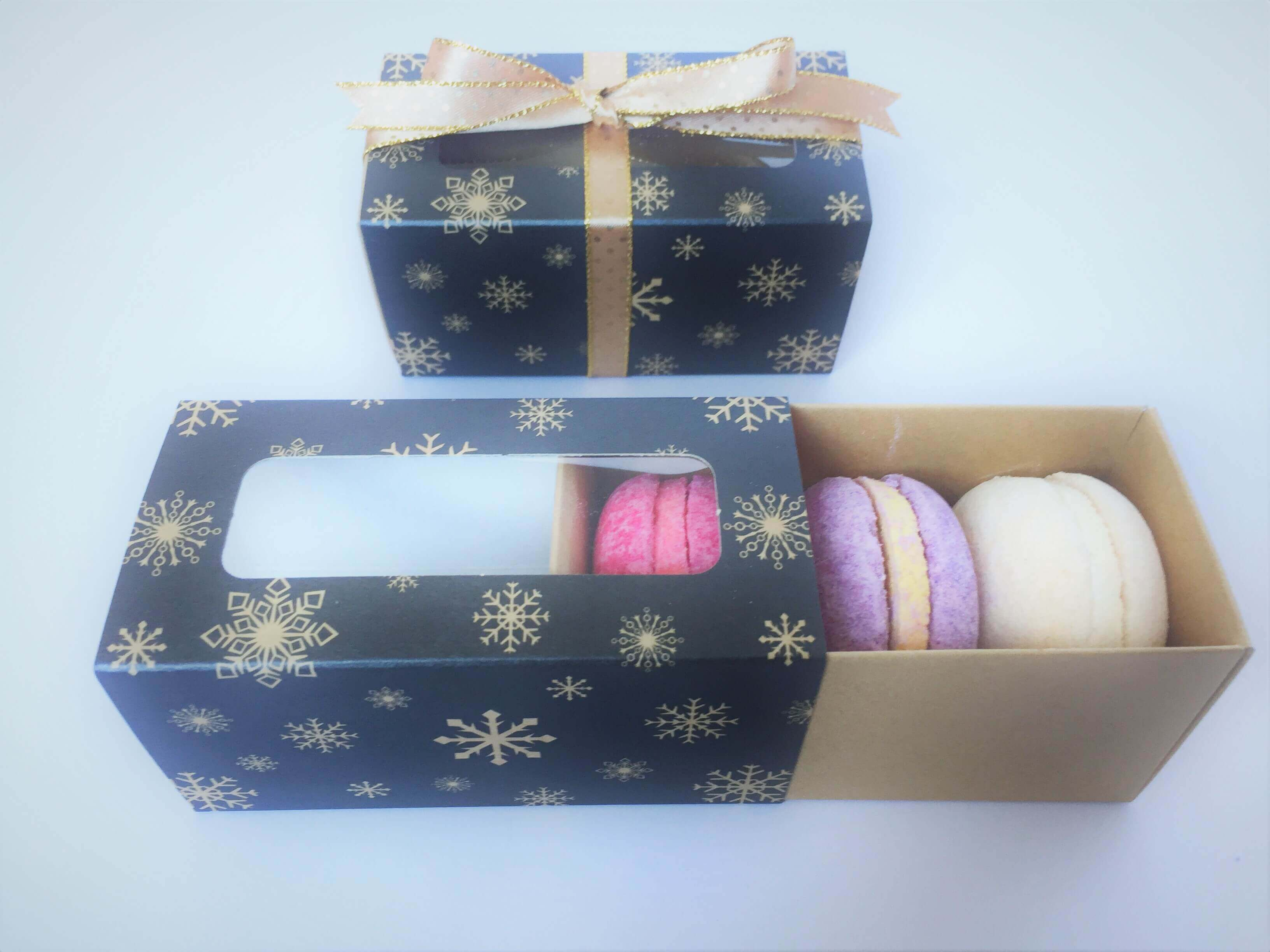 3 large or 4 Pack Macaron Box with Xmas Print, windowed