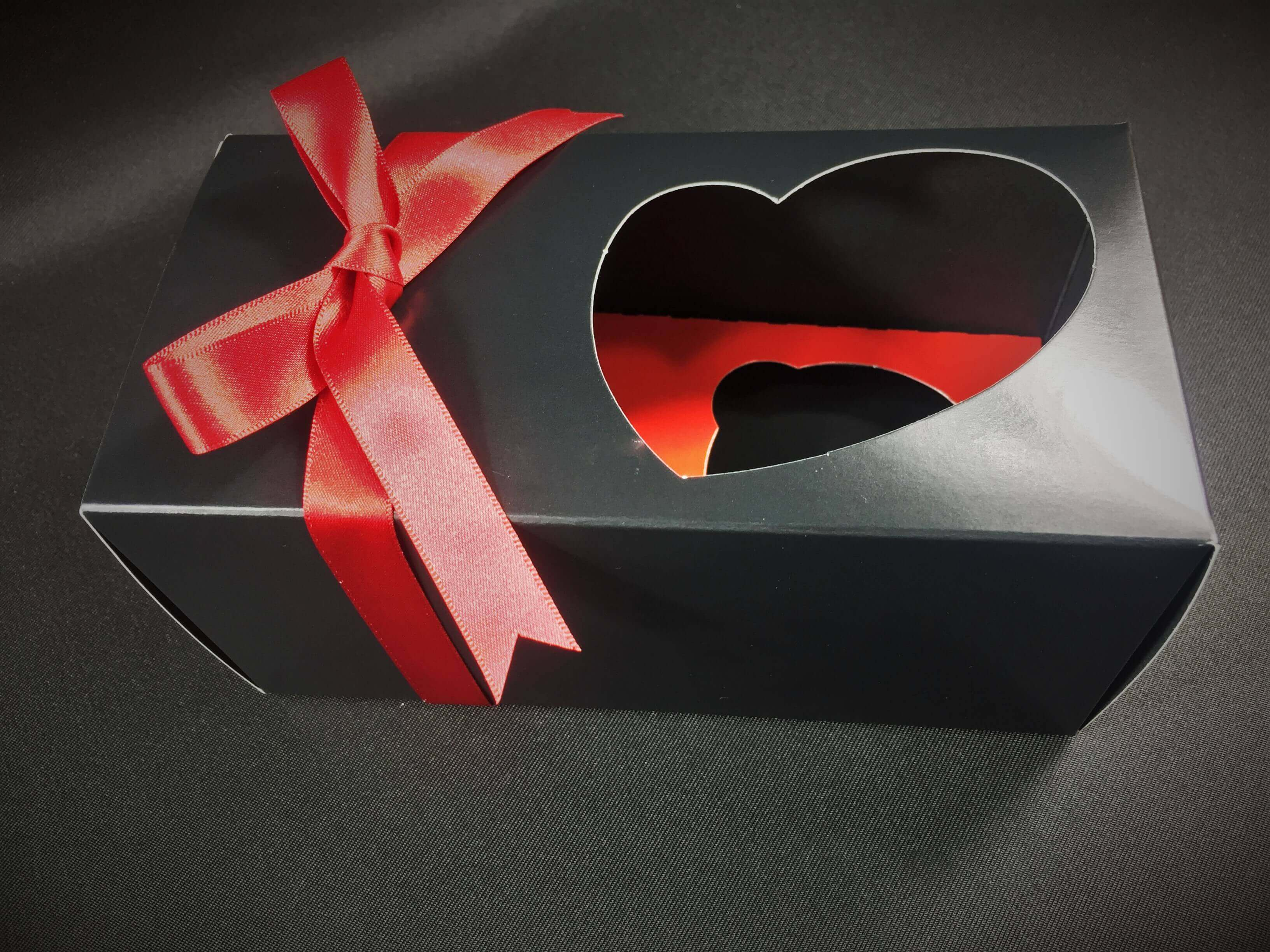 Quirky Heart Double Cup Cake Box in Black Print with insert
